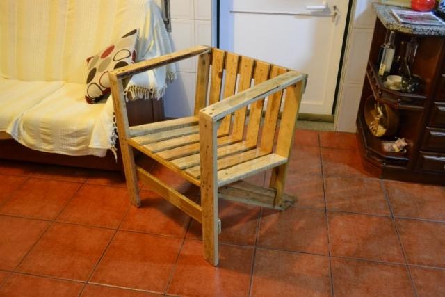 Cadeira feita de madeira de palete