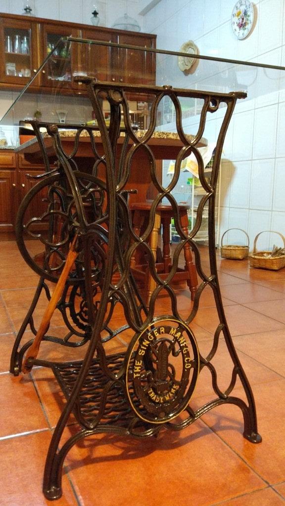Mesa de máquina de costura Singer