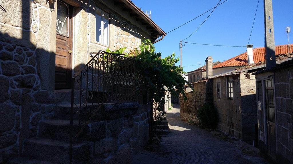 Rua em Contenças de Baixo