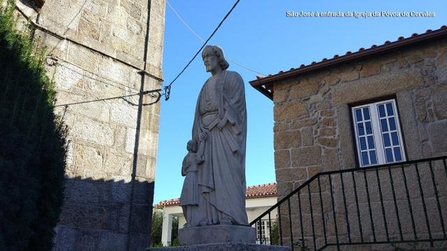 São José às portas da Igreja de Póvoa de Cervães